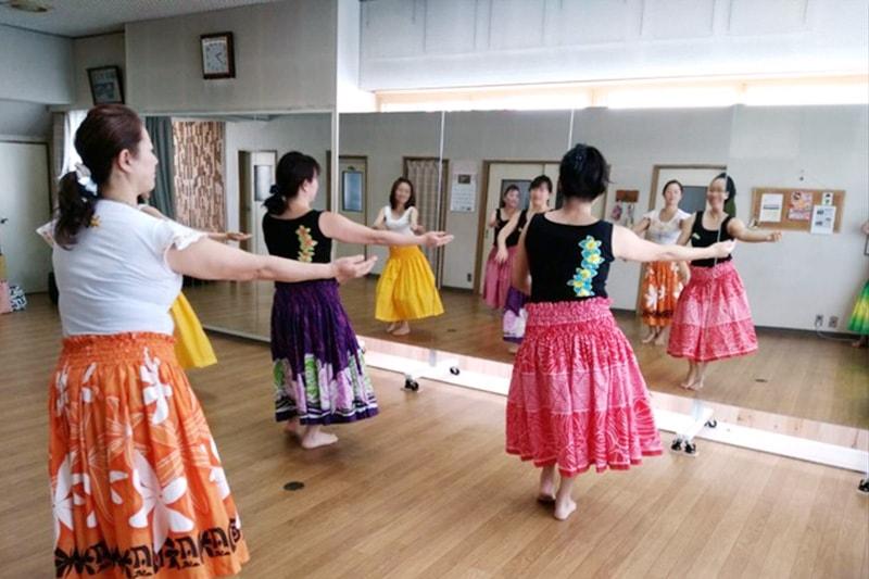 フラダンスの練習に使用した「キャスター付き大型ミラーll」(1)
