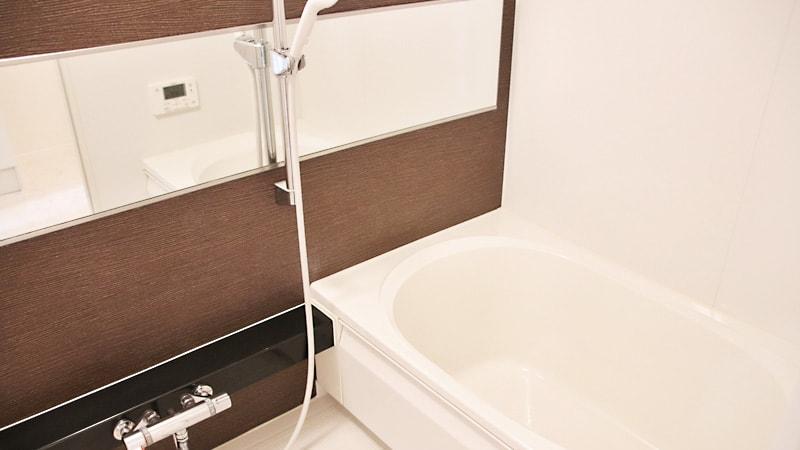 横長の浴室鏡を交換!腐食しにくい「防湿ミラーHG」を使用した事例3選のお写真