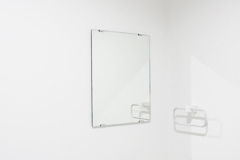 ツメ金具を使用した鏡の取付方法(12)