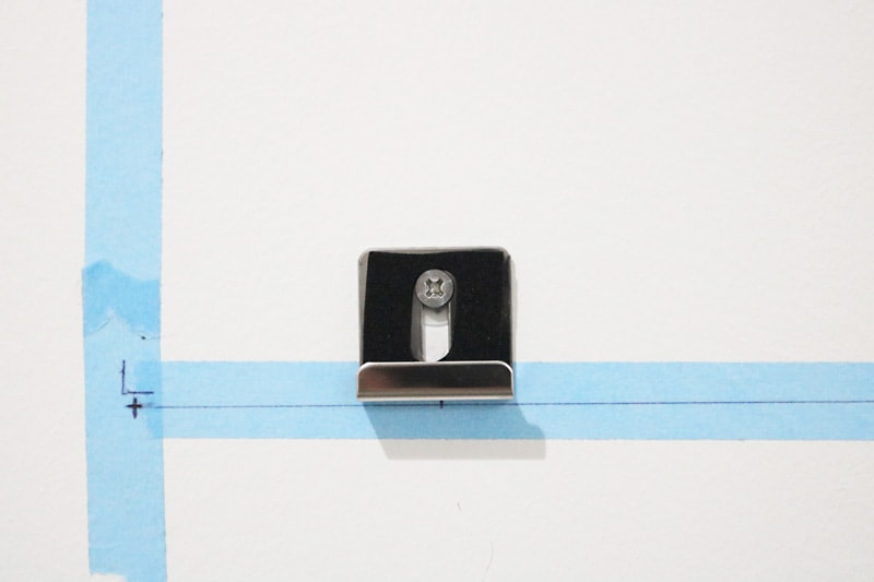ツメ金具を使用した鏡の取付方法(8)