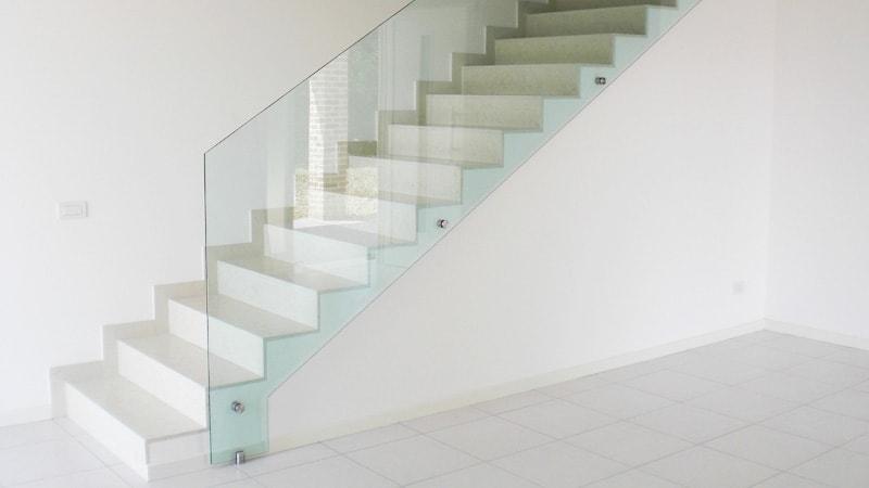 ガラスフェンスで安全!手すりに「強化ガラス」を設置した事例2選のお写真