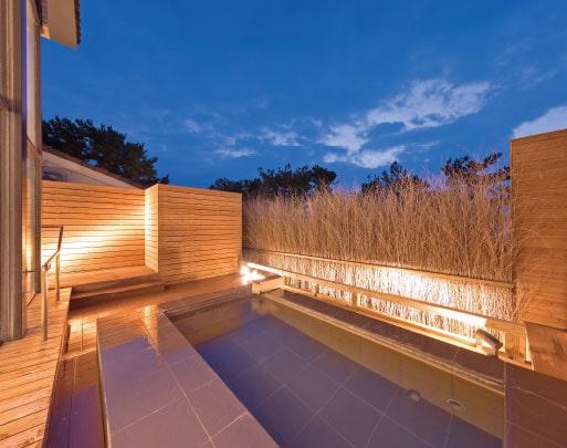 息をのむ夕陽の輝きをひとりじめ。特別な日にふさわしいホテル