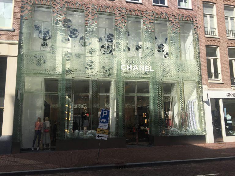ファサード全体がガラス製!?アムステルダムのCHANEL