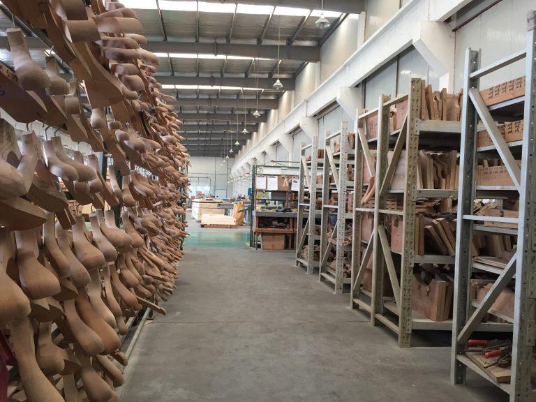 こだわりの木製ハンガーを実現・製作の舞台裏