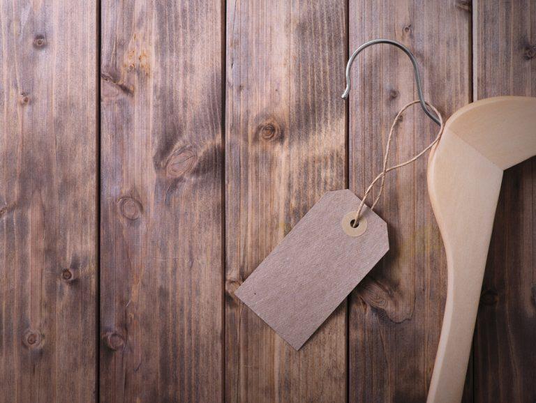 洋服の休憩場所――木製ハンガー