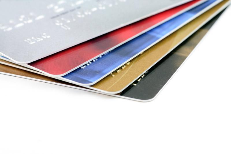 年会費有料・無料のクレジットカードでお得をゲット!