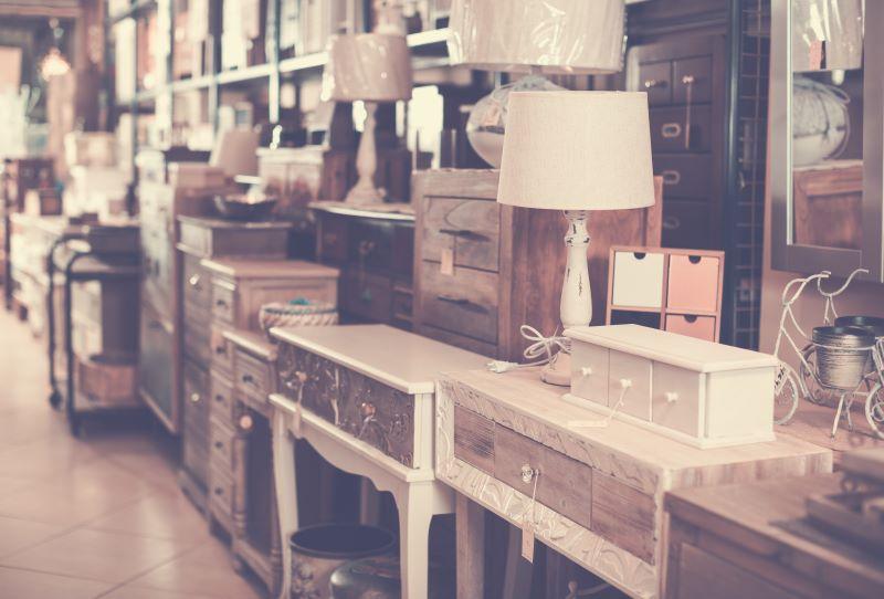 骨董品を取り扱うなら、コレクションしたくなるものを