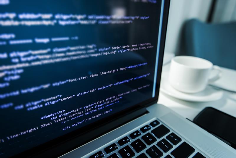 在宅プログラマーになるには?仕事内容や年収はどれくらい?