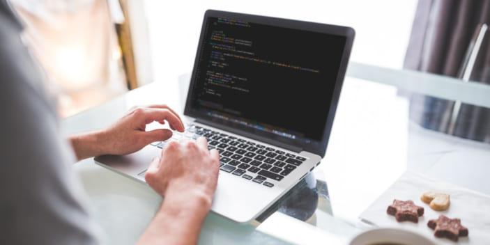 プログラマーの年収が気になる!システムエンジニア(SE)との差は?
