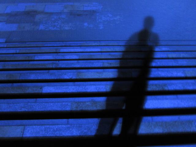 theater D(MYTH & ROID)の歌詞を和訳&解釈!悲劇が予感される言葉の連続に戦慄!の画像