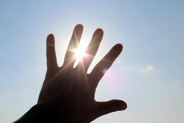 ツユ【風薫る空の下】歌詞の意味を解釈!君への変わらない想いとは?「ごめんね」を言った心情を読み解く!の画像