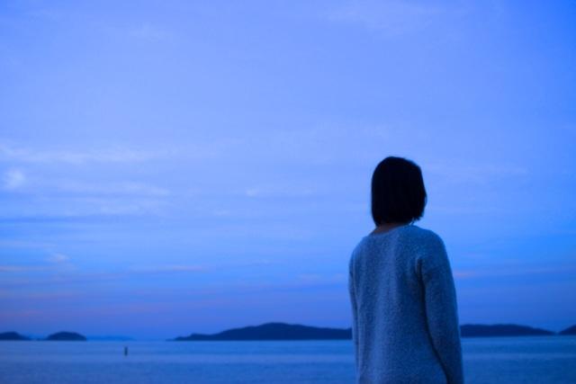 北見恭子【紅の舟唄】歌詞の意味を徹底解説!舟唄はどんな別れを聴かせる?最上川に揺れる恋情を解き明かすの画像