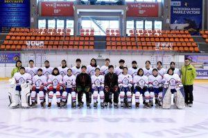 狂賀 中華成人女子冰球隊奪下世界盃首冠