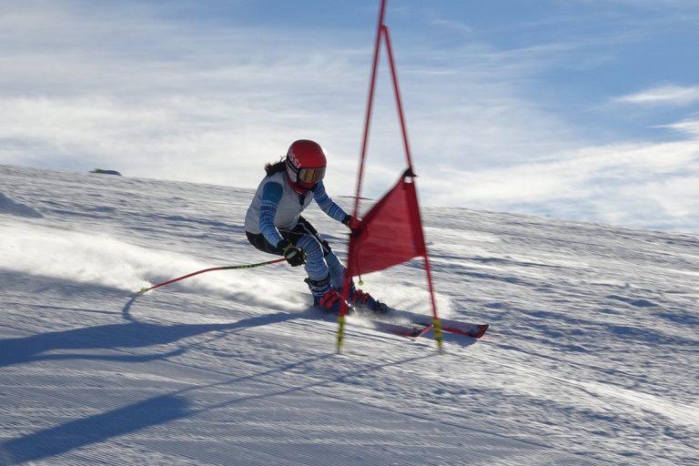 接駁交通不便 團本部支援滑雪隊租車征戰