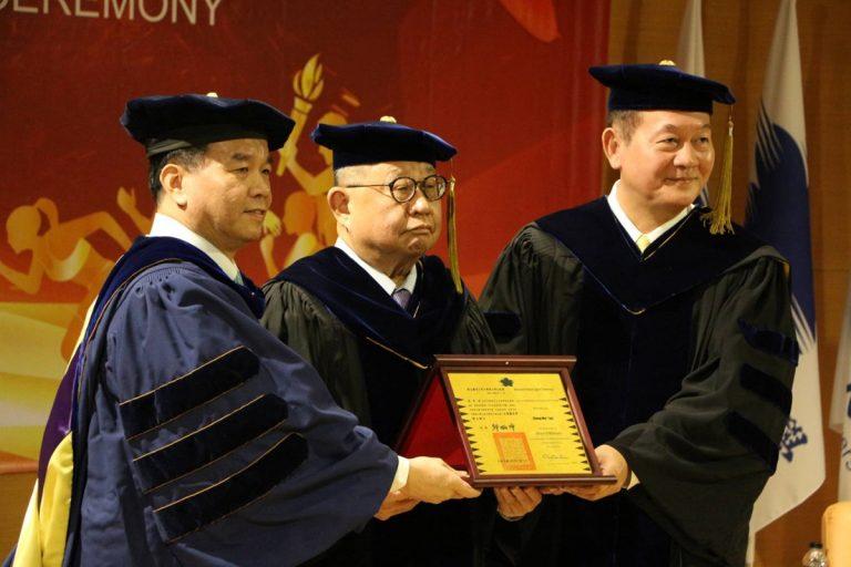 國體頒授體壇領導者蔡辰威先生名譽博士學位