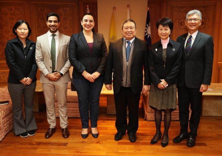 宏國新任駐台大使拜訪中華奧會 用木球足球開展雙方交流