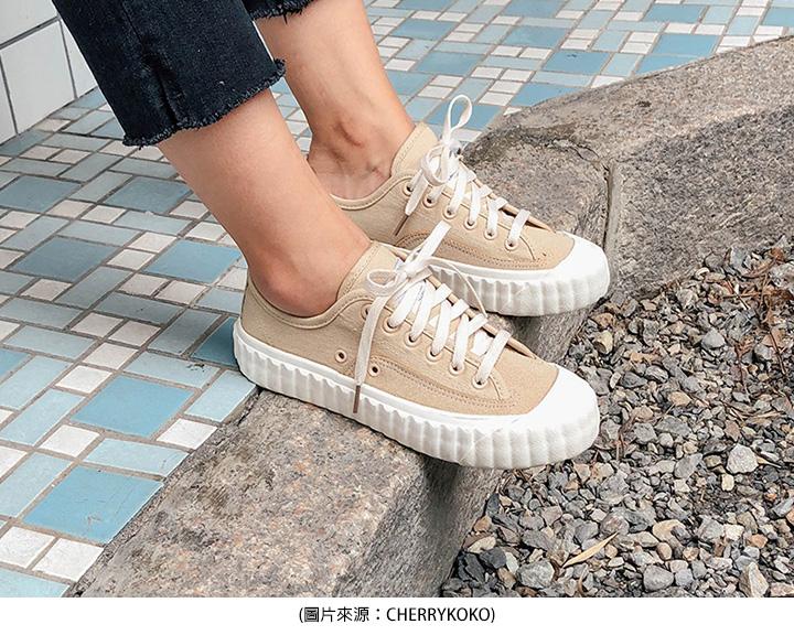 奶茶色鞋子穿搭