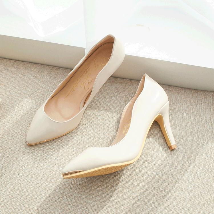 新娘鞋 伴娘鞋 婚鞋挑選 金屬鑲片素面尖頭高跟鞋