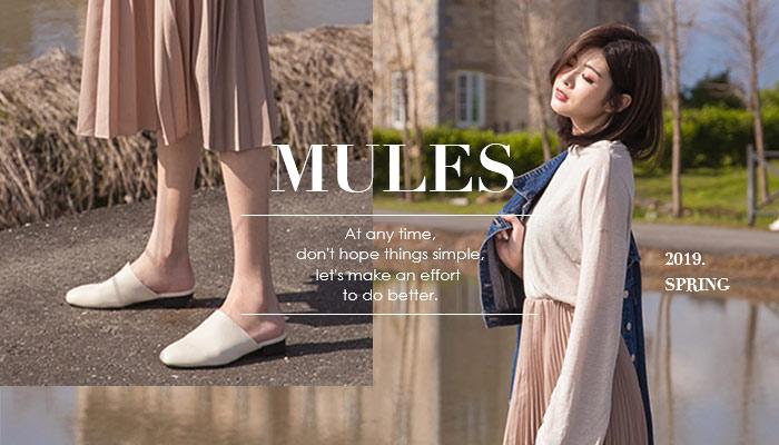 這兩年穆勒鞋風潮崛起!韓國街道上到處都充斥著穆勒鞋的身影,韓妞們幾乎人人一雙~這股旋風在2019年春夏持續燃燒,包括了草編穆勒鞋、綁帶穆勒鞋、素面穆勒鞋、U口穆勒鞋以及馬銜釦穆勒鞋等,今年絕對要入手!