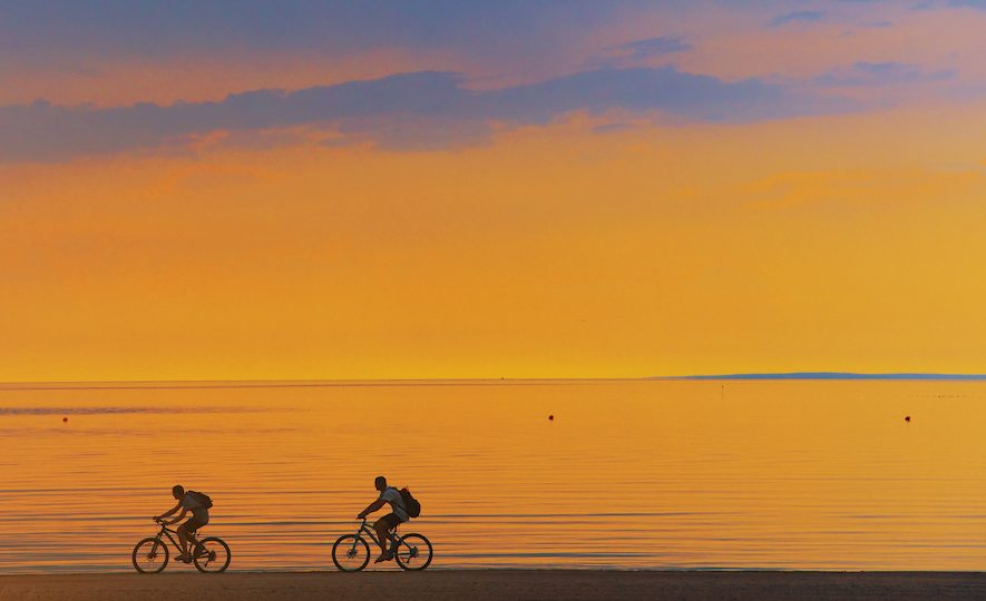 シェアサイクルでぐるりと回る瀬底島