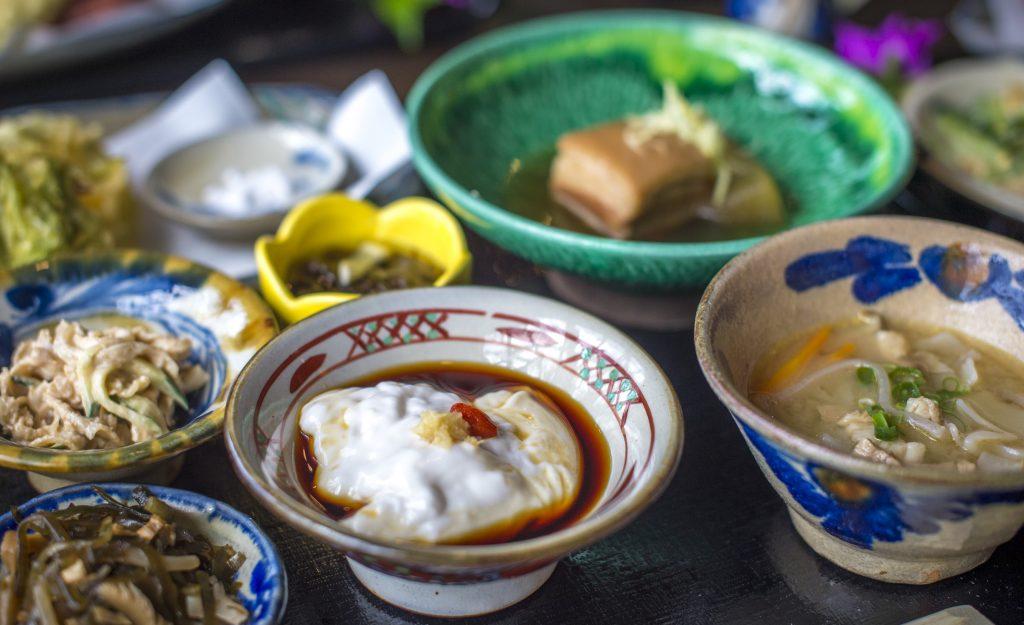 訪れたらぜひ味わいたい、沖縄の伝統料理