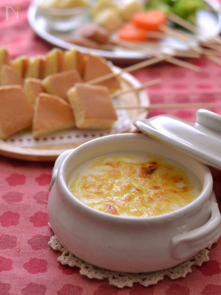 ホットケーキでチーズクリームソースフォンデュ