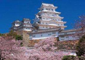 画像:3月 姫路城(日本) 魅惑の世界遺産 2017年版カレンダー