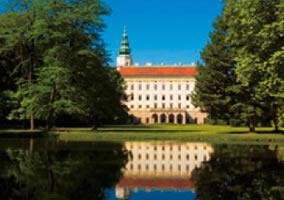 画像:4月 クロミェジーシュの庭園群と城(チェコ) 魅惑の世界遺産 2017年版カレンダー