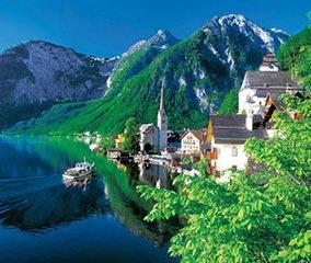 画像:写真「オーストリアのハルシュタットの湖畔」/7-8月 世界の名勝(フィルムカレンダー・小) 2017年版カレンダー
