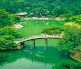 画像:7-8月 栗林公園(香川) 四季の庭 2018年カレンダー