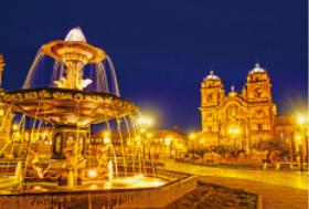 画像:3月 アルスマス広場(ペルー) エンドレスシティ・世界の夜景 2018年カレンダー