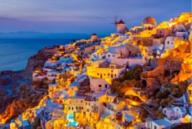 画像:8月 サントリーニ島(ギリシャ) エンドレスシティ・世界の夜景 2018年カレンダー