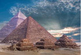 画像:11月 メンフィスとその墓地遺跡(エギプト) ユネスコ世界遺産 2018年カレンダー