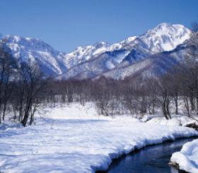 画像:11-12月 雪の鳥居川より五地蔵岳と戸隠山(長野) 四季彩峰 2018年カレンダー