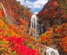 画像:11月 安の滝(秋田) 美しき日本 2018年カレンダー