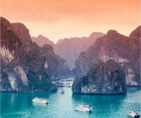 画像:2月 ハロン湾(ベトナム) 世界の景観 2018年カレンダー