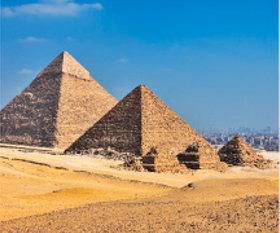 画像:3月 ギザのビラミッド(エジプト) 世界の景観 2018年カレンダー