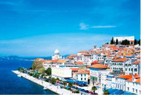 画像:8月 シベニク(クロアチア) 文化遺産の旅(ユネスコ世界遺産) 2018年カレンダー