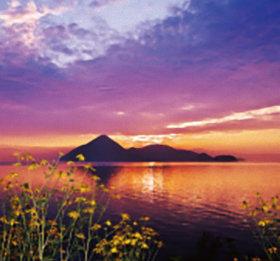 画像:8月 洞爺湖(北海道) ワイドニッポン十二選(フィルムカレンダー) 2018年カレンダー