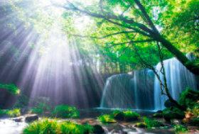 画像:5月 鍋ケ滝(熊本) 輝く太陽 2018年カレンダー