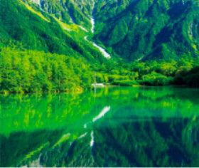 画像:1-2月 大正池(長野) 美しい緑 2018年カレンダー