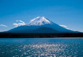 画像:11-12月 波立つ湖面・精進湖(山梨) 富士の四季 2018年カレンダー