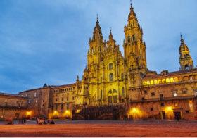 画像:12月 サンティアゴ・デ・コンポステーラ(スペイン) 魅惑の世界遺産 2018年カレンダー