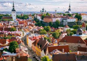 画像:4月 タリン歴史地区(エスtニア) 魅惑の世界遺産 2018年カレンダー