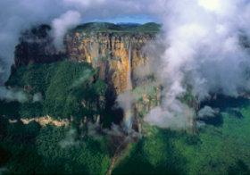 画像:7月 カナイマ国立公園(ベネズエラ) 魅惑の世界遺産 2018年カレンダー