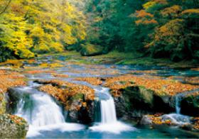 画像:10月 紅葉の菊池渓谷(熊本) 天地自然・森田敏隆写真集 2018年カレンダー