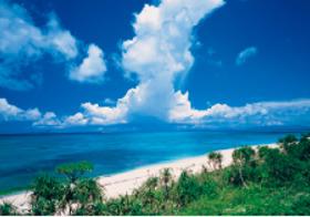 画像:8月 黒島・西の浜から入道雲(沖縄) 天地自然・森田敏隆写真集 2018年カレンダー