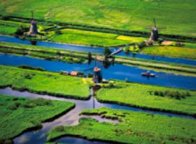画像:4月 キンデルダイク(オランダ) スカイジャーニー 2018年カレンダー