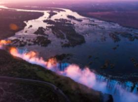 画像:6月 ヴィクトリアの滝(ジンバブエ) スカイジャーニー 2018年カレンダー