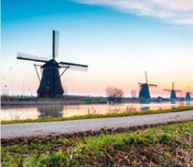 画像:4月 キンデルダイク(オランダ) ファンタジーワールド(B) 2018年カレンダー